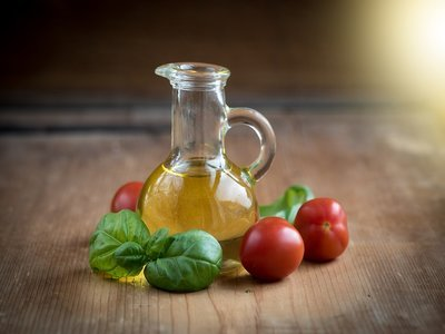 Olive oil and tomato