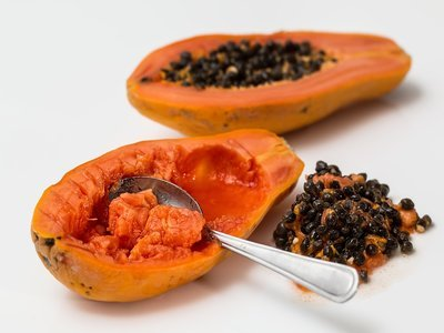 papaya and spoon