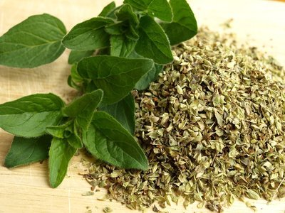 Oregano leaves and seeds