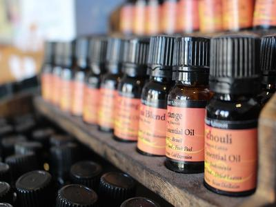 Oils to treat an ear infection
