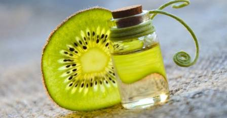 Essential oils from kiwi