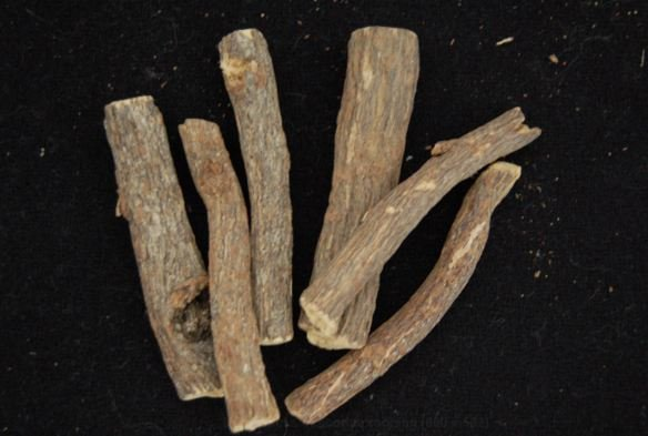 Dried sticks of licorice root