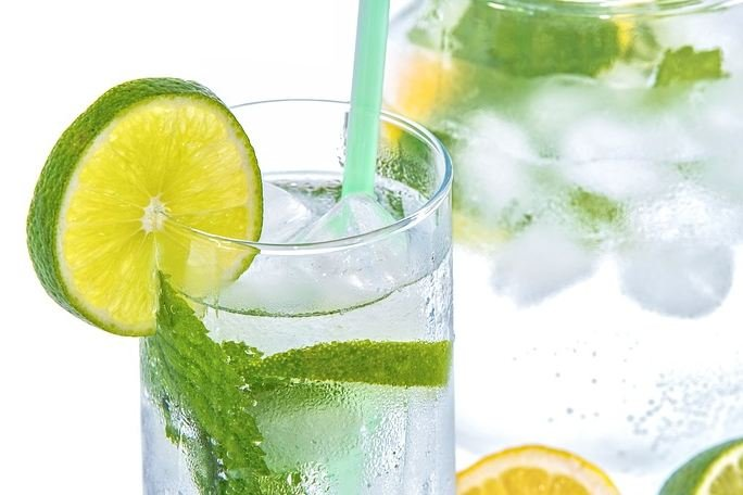 Mineral water with lime
