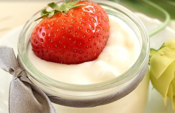 Yogurt and strawberries