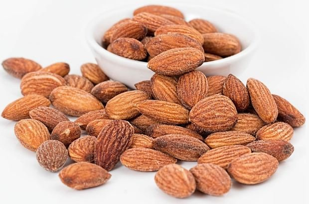 almonds and vitamin B2
