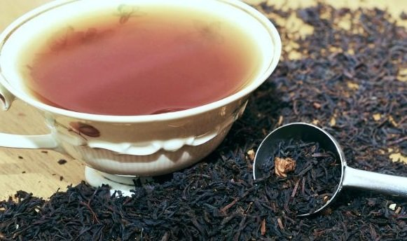 Dry black tea and cup