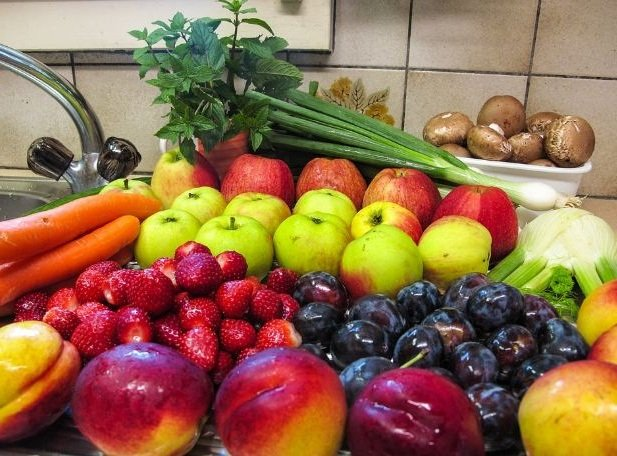 Prevent Unwashed Raw Fruits During Pregnancy