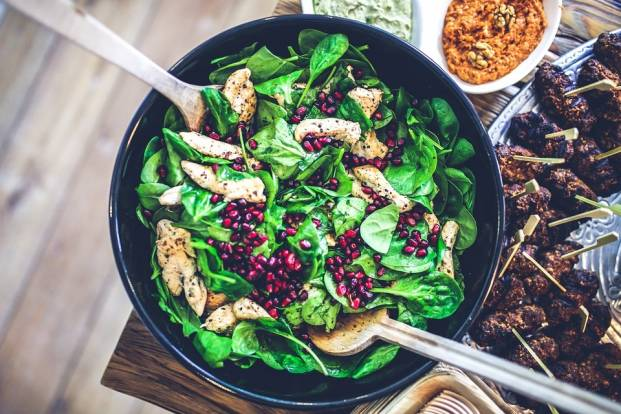 Salad with chicken, pomegranate and spinach
