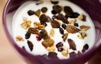 Yogurt with raisins