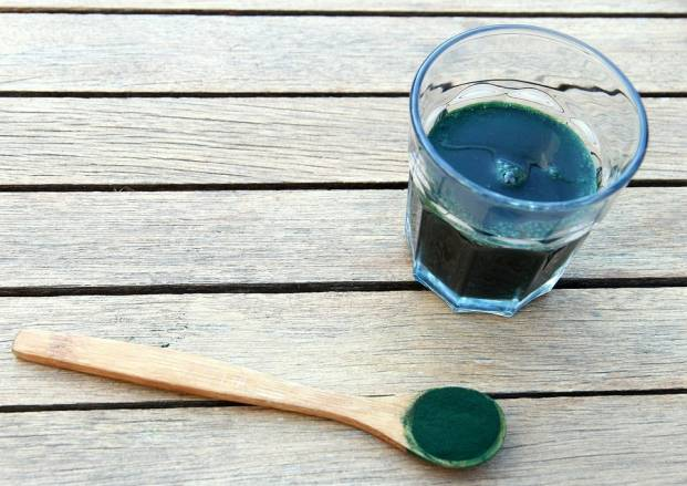 Spirulina and a glass