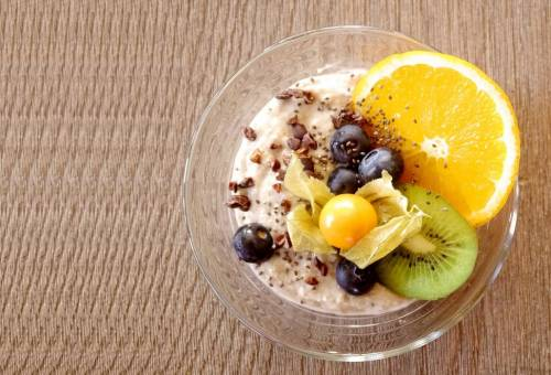 Oatmeal with fruits and berries