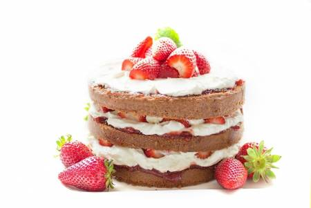 Sweet cake with strawberries
